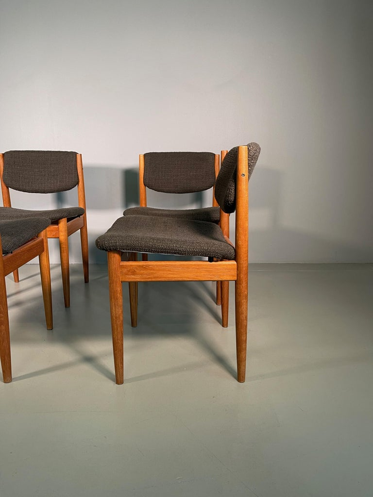 Dining Chairs by Finn Juhl for France & Søn, 1960s, Set of 4 In Excellent Condition For Sale In Rovereta, SM