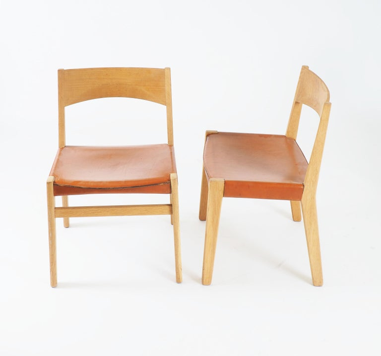 4 dining chairs in solid oak and natural leather. Designed by the Danish designer John Vedel-Rieper. Made by Källemo, Sweden, 1960s.