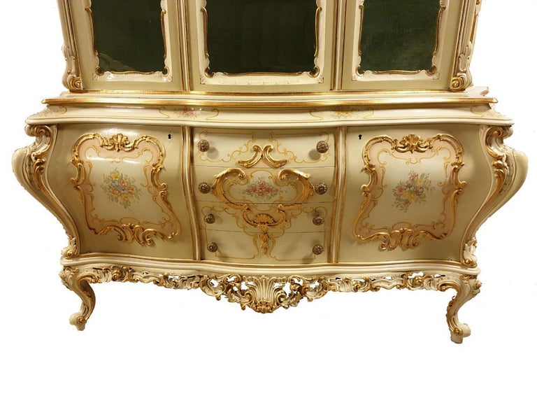 Gilt Dining / Living Room Set of 10 Pieces in the Style of Venetian Rococo For Sale