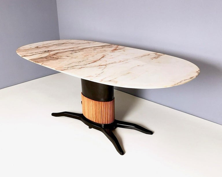 Dining Table Ascribable to Paolo Buffa with a Pink Marble Top, Italy, 1950s In Excellent Condition For Sale In Bresso, Lombardy