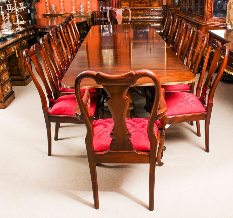 This Is A Fabulous High Quality Dining Set Comprising Flame Mahogany Triple Pillar Extending