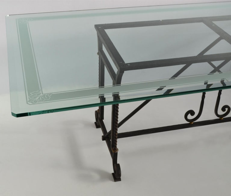 Special dining table composed by an extra light crystal glass with a sandblasted handmade decoration in the perimeter of the top. The base is manufactured by our skilled craftmen in wrought iron and you can ask for customization the finishing, we
