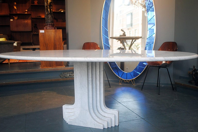 Big dining table with one feet in stairway pattern all in marble. The oval tray is thin (5cm). Designed by Carlo Scarpa, Italian designer in 1970.