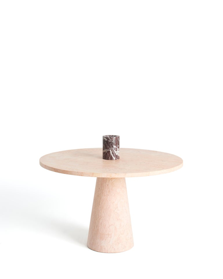 The soul on top  An endlessly astonishing design, inside out is available as a table and console for the 2021 collection. Karen Chekerdjian presents her chef d'œuvre in two new essential options without losing the added value given by the