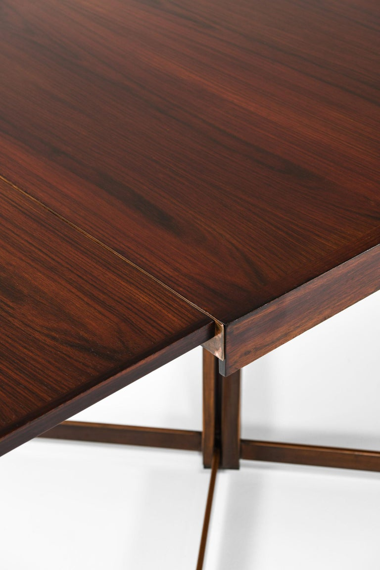 Dining Table Produced in Italy In Good Condition For Sale In Malmo, SE