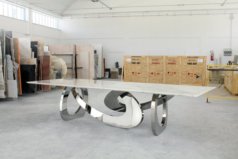 The table bangles are an important dining table with structure in mirror polished stainless steel and top in quartzite. Dining table dimension: L 250-350 x W 115 x H 76 cm. Dimensions are customizable. Every single bangle is welded and highly