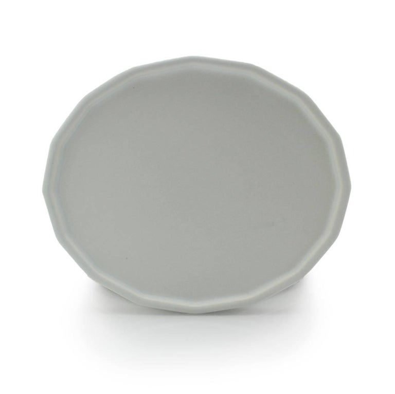 Dinner Plate Set of Eight Modern Contemporary Glazed Porcelain For Sale 4