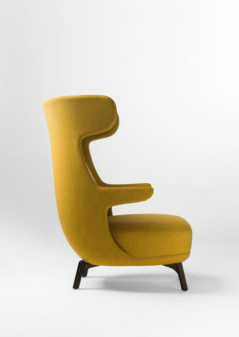 A rigid polyurethane structure covered with polyether foam cushioning and polyether foam headrest, seat cushion and backrest. Upholstered in mustard fabric. Iron legs in a bronze black color.