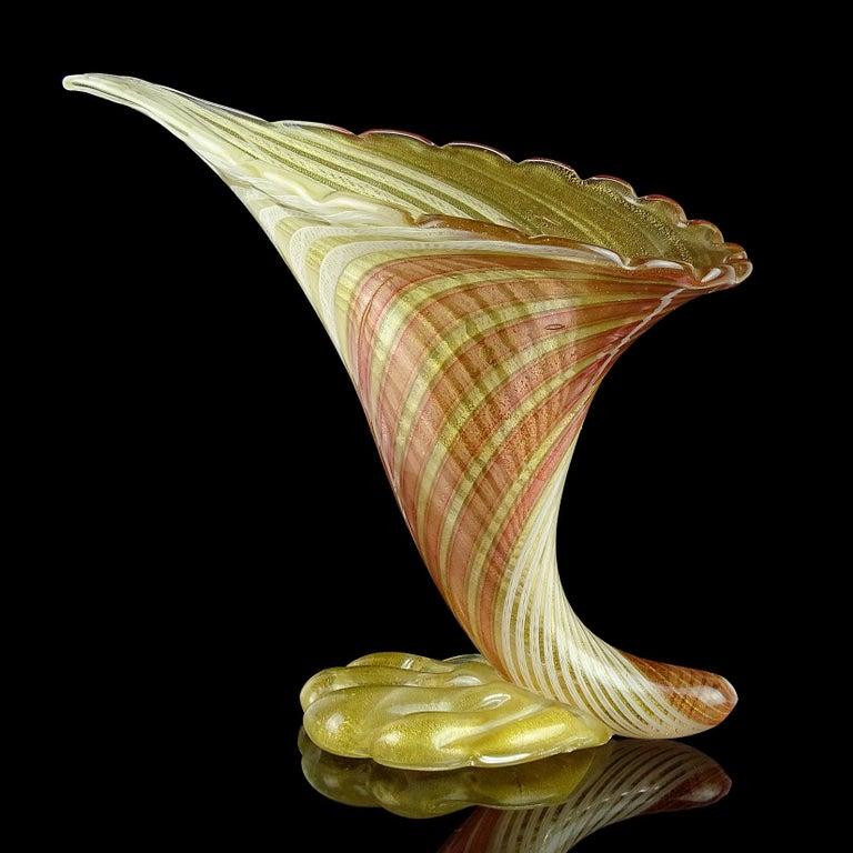 Mid-Century Modern Dino Martens Aureliano Toso Murano Gold Flecks Italian Art Glass Flower Vase For Sale