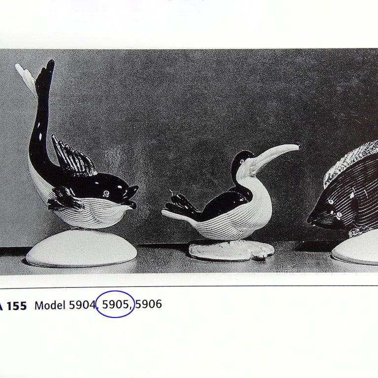 20th Century Dino Martens Murano Black White Gold Leaf Base Italian Art Glass Bird Sculpture For Sale
