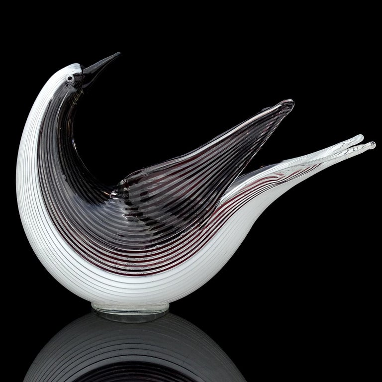 Beautiful vintage Murano hand blown black and white ribbons Italian art glass bird bowl / sculpture. Documented to designer Dino Martens for Aureliano Toso, and published in his book, circa 1952. Model number 5109, in a