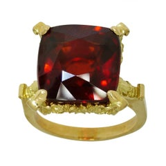 Dionysus and the Nymphs of Nysa Ring in 18kt Gold, Cushion Cut 20.98ct Garnet