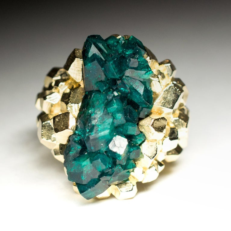 Dioptase Crystal 14K Gold Ring Statement Green Gemstone Unisex Men's Christmas In New Condition For Sale In Berlin, DE