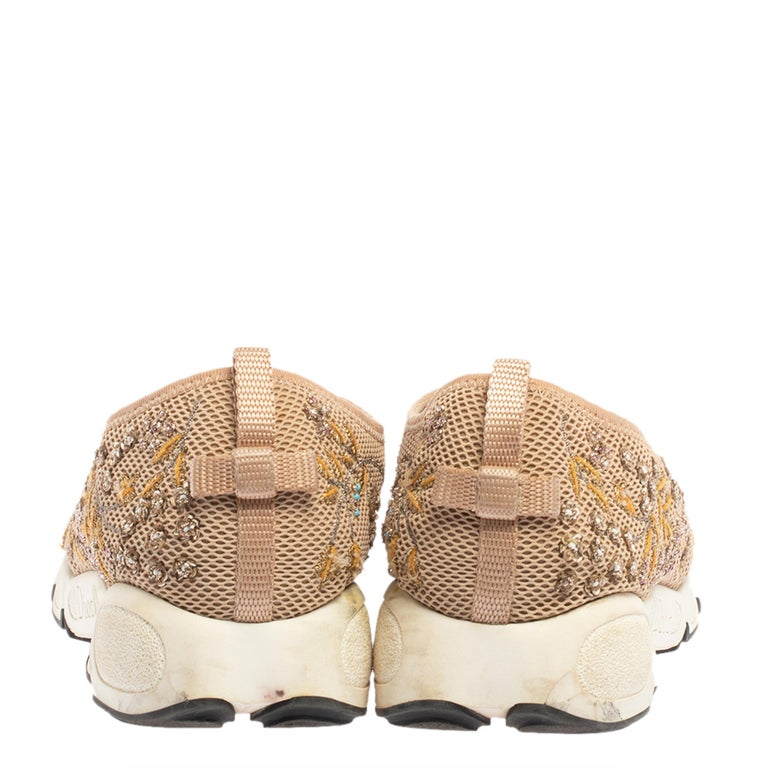 Dior Beige Mesh Fusion Floral Embellished And Embroidered Sneakers Size 38.5 In Good Condition For Sale In Dubai, Al Qouz 2