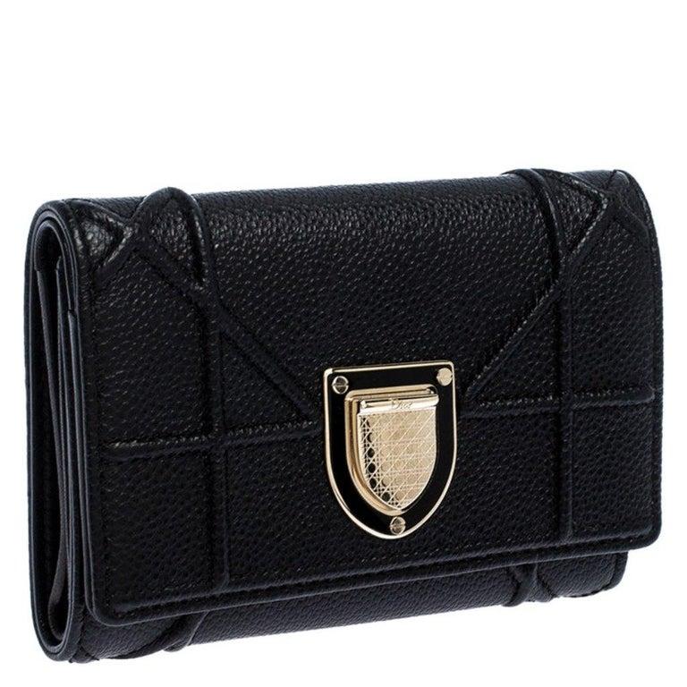Dior Black Leather Diorama Trifold Wallet In Good Condition For Sale In Dubai, Al Qouz 2