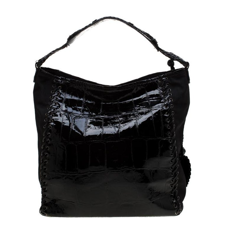 Designed with patent leather and nylon, this bag will look as gorgeous as ever every time you carry it! Well known for their unequalled and modern designs, Dior bags are at the top of every diva's list. Luxurious and mod, style your outfit with this