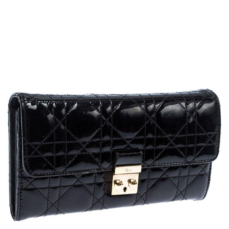 Dior Black Quilted Cannage Patent Leather New Lock Wallet In Good Condition For Sale In Dubai, Al Qouz 2