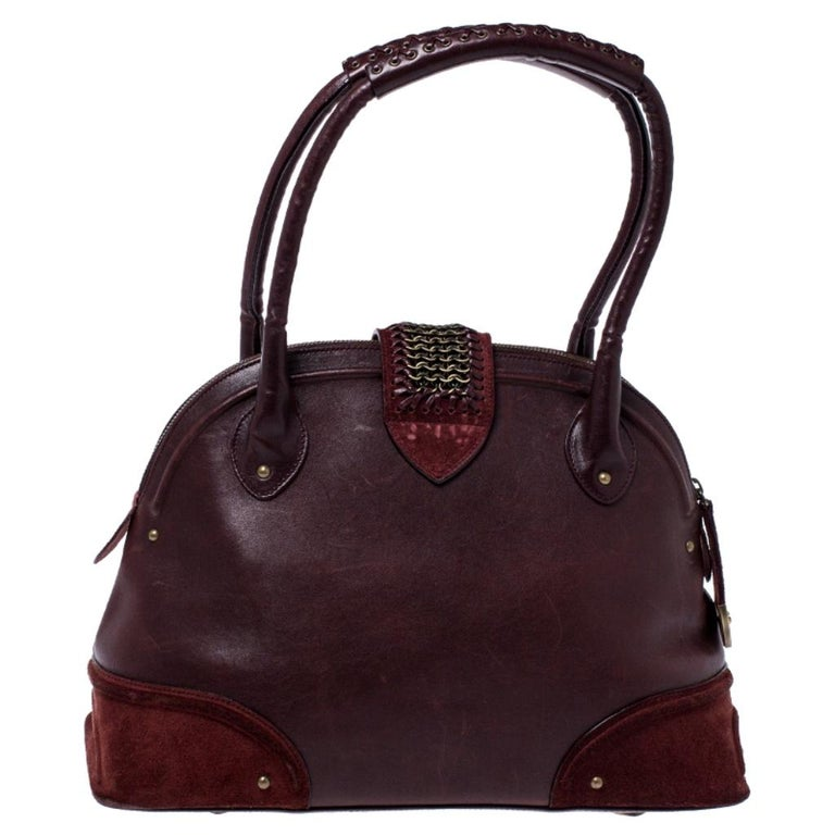 Ever wondered why Dior is one of the leading options for bags? This bag is probably why. Add the right flavour to your outlook with this dazzling and trendy burgundy-colored Jeanne Bugatti bag. Made from leather and nubuck trims, this bag is both