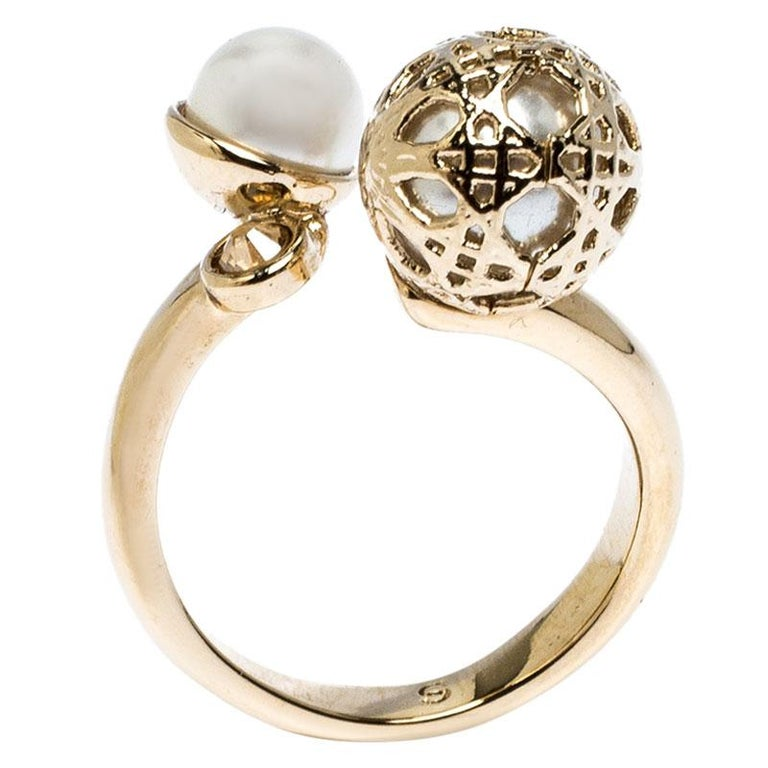 Dior Cannage Faux Pearl Crystal Gold Tone Open Ring Size 51 In Good Condition For Sale In Dubai, Al Qouz 2