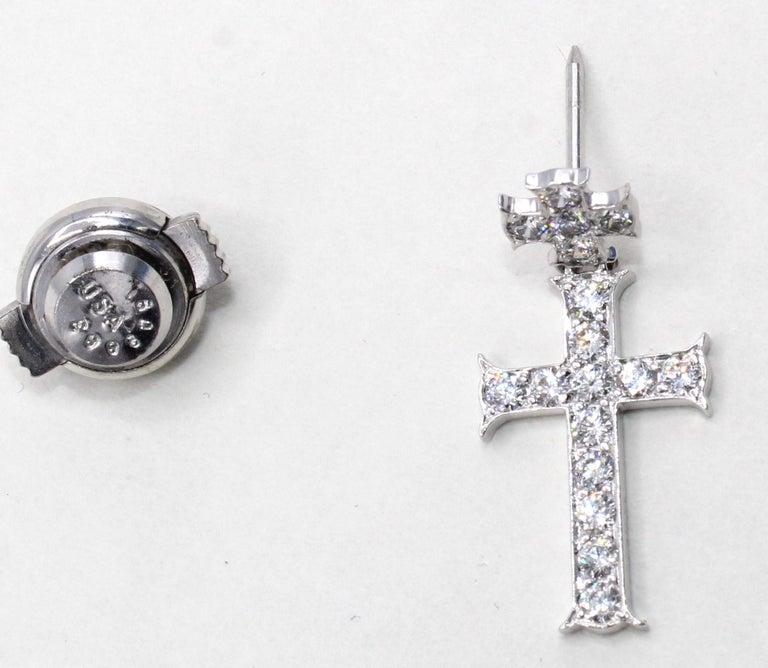 Round Cut Dior Double Cross Diamond 18 Karat White Gold Lapel Pin-Pendant