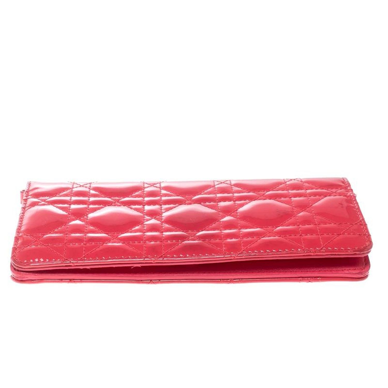 83196de9179c3 Dior Fuchsia Cannage Lackleder Lady Dior Brieftasche im Angebot bei 1stdibs