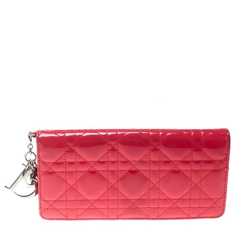 6167a036611c8 Dior Fuchsia Cannage Lackleder Lady Dior Brieftasche im Angebot bei ...