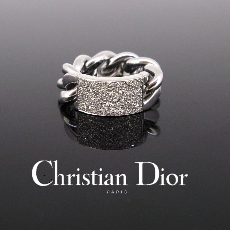 This modern ring is from the Gourmette Collection by DIOR. It is the large model. It is paved with 56 brilliant cut diamonds. The chain is in very good condition. It is in 18kt white gold and controlled with the French eagle's head. It is size 55.