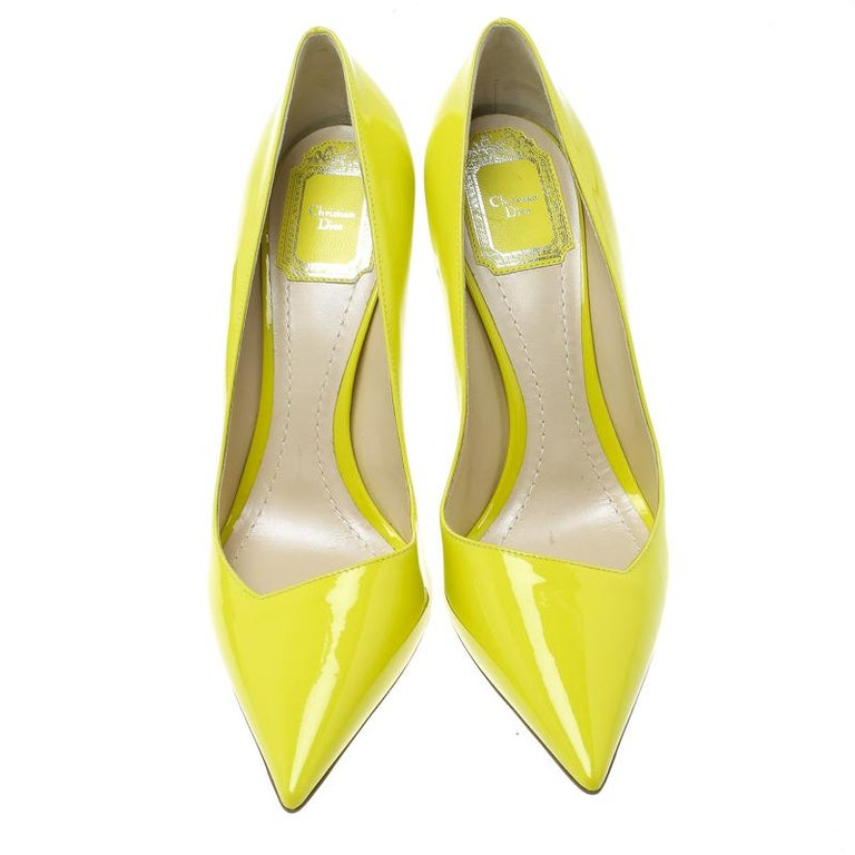 91fd2fe8d Dior Lime Green Leather Songe Pointed Toe Pumps Size 39 In Good Condition  For Sale In