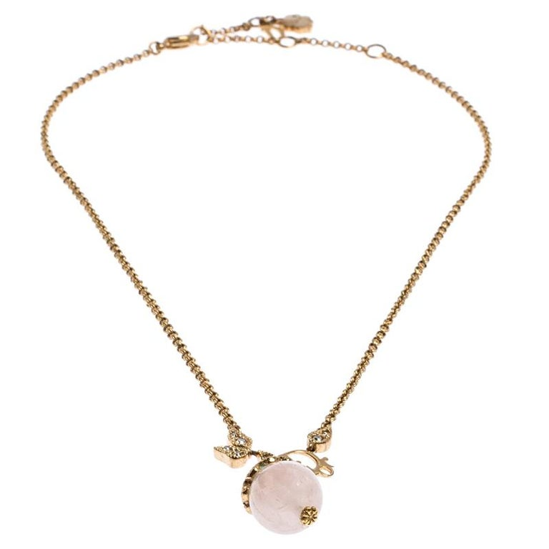 This necklace by Dior is so pretty, it won't just make you look good but you'll also love having it around your neck. The exquisite creation is crafted from gold-tone metal, and it comes with crystals and a faux pearl. The sophisticated piece is