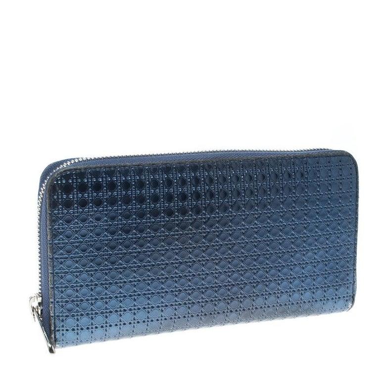 54776595732f0 Dior Metallic Blau Cannage Lackleder Zip um Geldbörse im Angebot bei ...