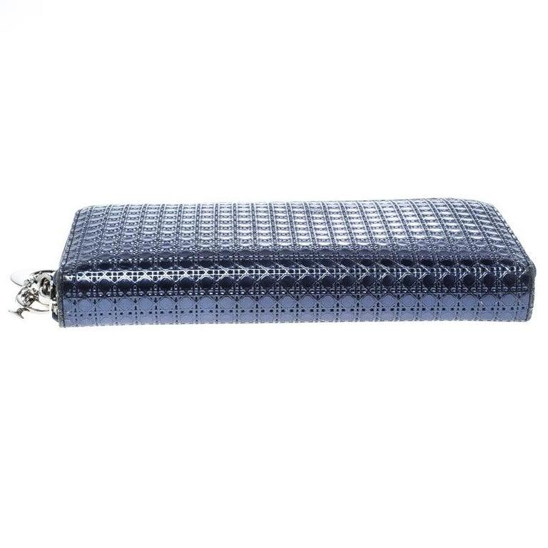 9657e43561264 Dior Metallische Blauer Lackleder Damen Geldbeutel mit Reißverschluss 4