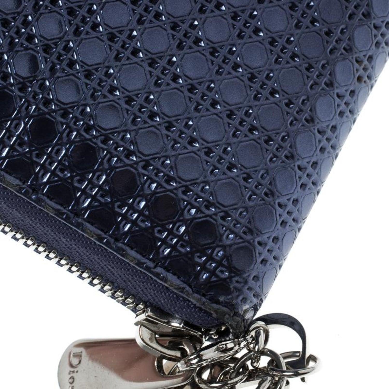 d5a17c0ecd086 Dior Metallische Blauer Lackleder Damen Geldbeutel mit Reißverschluss im  Angebot bei 1stdibs