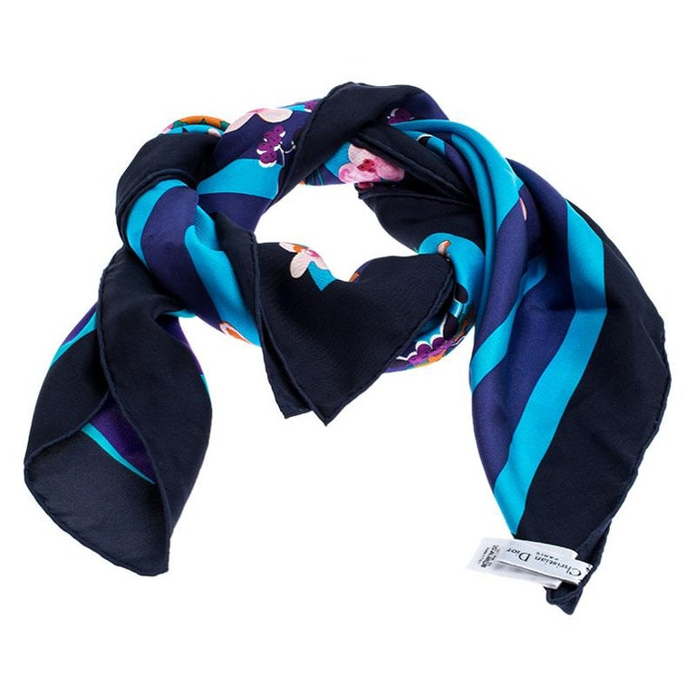 Add this scarf from Dior in your daily ensemble for an awesome look. It is designed well with multicolored prints splayed all over. The scarf is cut from silk and is finished with neatly stitched edges. Create a coordinated look by pairing this