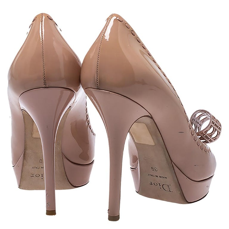 Women's Dior Nude Beige Patent Leather Cannage Bow Peep Toe Pumps Size 39 For Sale