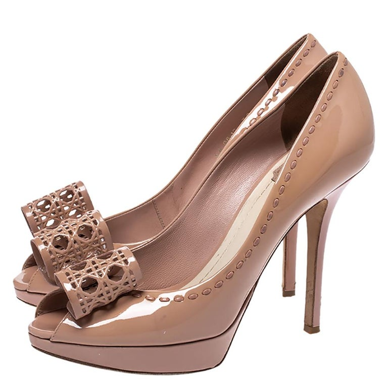 Dior Nude Beige Patent Leather Cannage Bow Peep Toe Pumps Size 39 For Sale 1