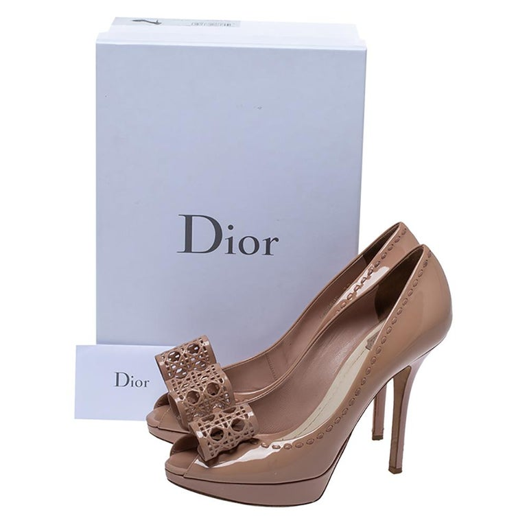 Dior Nude Beige Patent Leather Cannage Bow Peep Toe Pumps Size 39 For Sale 4