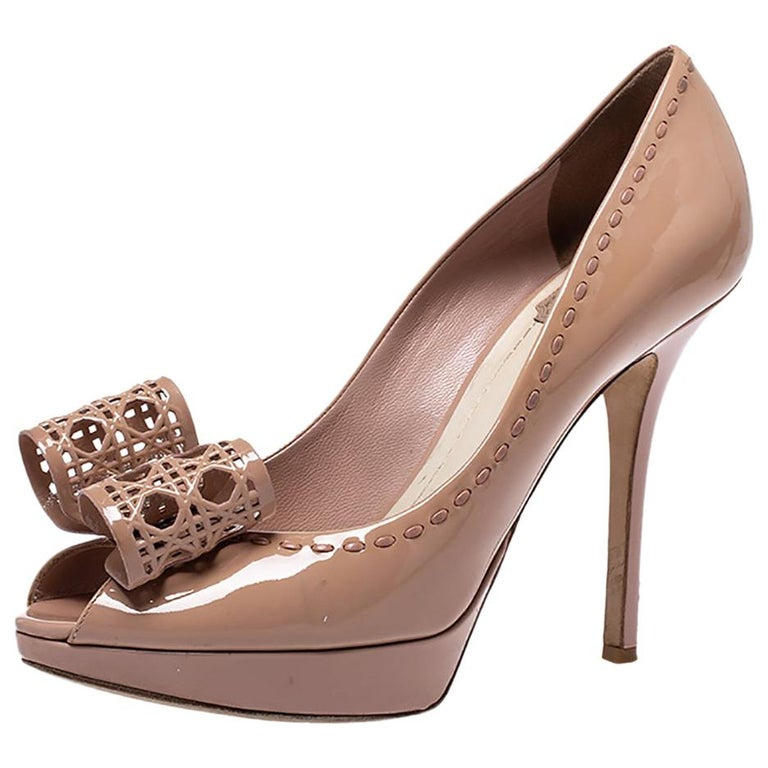 Dior Nude Beige Patent Leather Cannage Bow Peep Toe Pumps Size 39 For Sale