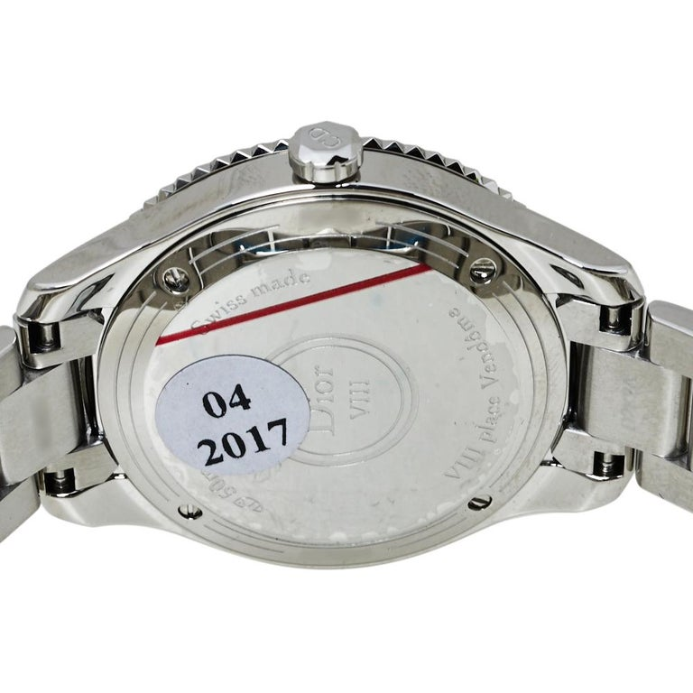 Dior Silver Mother of Pearl Stainless Steel CD152110 Women's Wristwatch 32MM In Good Condition For Sale In Dubai, Al Qouz 2