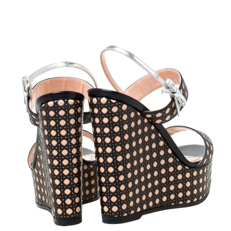 Dior Tricolor Cannage Leather Wedge Heel Open Toe Sandals Size 35.5 In Good Condition For Sale In Dubai, Al Qouz 2