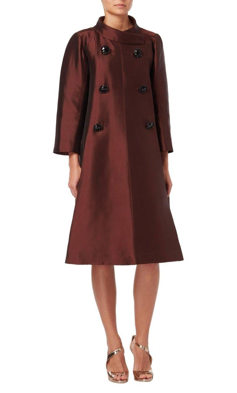 Dior Unlabelled Haute couture, evening silkbrowncoat, 1950 In Good Condition For Sale In London, GB