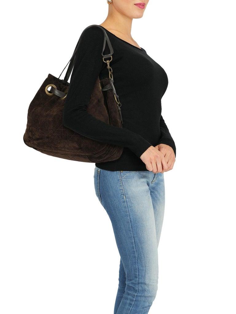 Product Description: Bag, leather, solid color, side logo, suede, internal slip pocket, internal zipped pocket, internal pocket  Includes: N/A  Product Condition: Very Good Hardware: slightly visible rust. External Leather: negligible