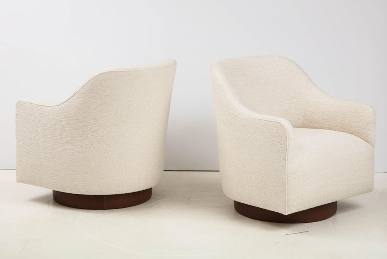 Milo Baughman/Directional Ivory Boucle Club Chairs In Good Condition In New York, NY