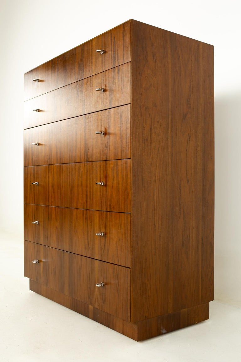 Directional Mid Century Walnut and Chrome Highboy Dresser In Good Condition For Sale In La Grange, IL
