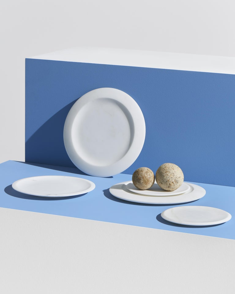 Sculptural, bright white, well-defined and multi-fold. Colominas has created a table service inspired by Angelo Mangiarotti's soft lines, exalting the shape and structure of objects that characterise the exploration of one of the greatest pleasures