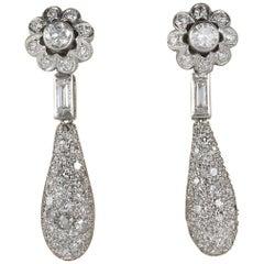 Distinctive Art Deco 4.20 Carat Diamond Platinum Floret Drop Earrings