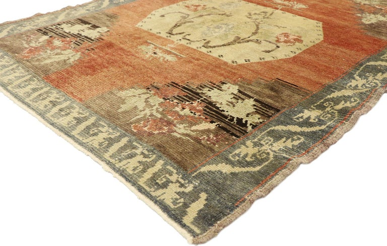 51132, distressed vintage Turkish Oushak Accent rug with rustic Farmhouse style 04'04 x 06'00. With its timeless design and rustic sensibility, this hand knotted wool vintage Turkish Oushak rug combines simplicity with sophistication. The abrashed