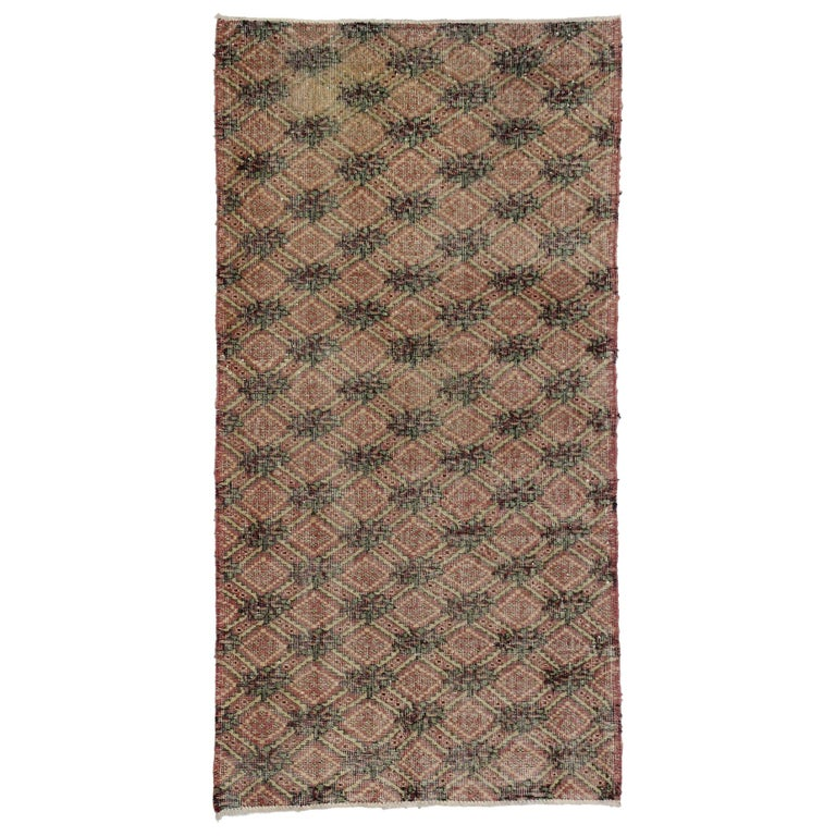 Distressed Vintage Turkish Sivas Rug with English Country Farmhouse Style For Sale