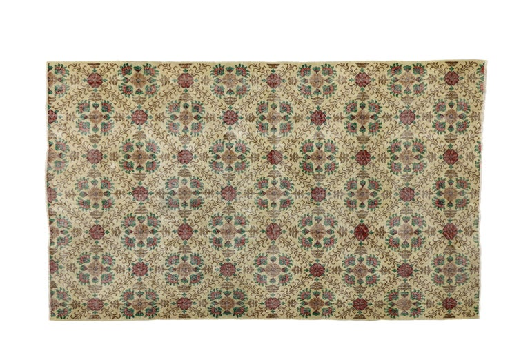 Distressed Turkish Sivas Rug with Shabby Chic English Country Cottage Style In Distressed Condition For Sale In Dallas, TX