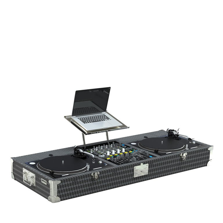A full entertainment set enclosed in a sophisticated case, this DJ vinyl set trunk combines the latest technology and the traditional craftsmanship heritage of Au Depart into one exquisite piece. It is equipped with one Pioneer mixer DJM900nxs2, two