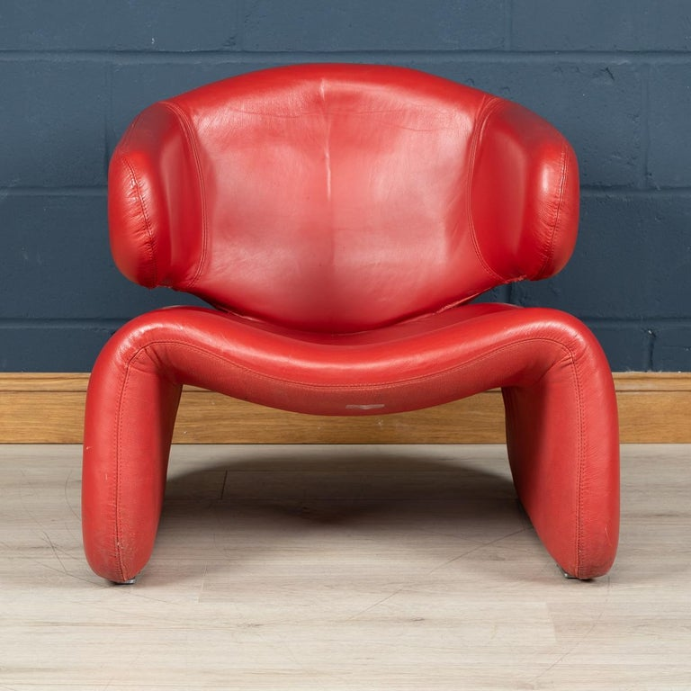 The Djinn chair is an important design of the Modernist style, created by French designer Olivier Mourgue. Originally called the
